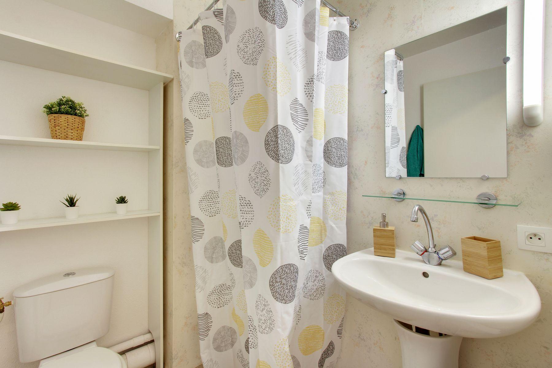 LOGIFAC résidence étudiante Abelard Melun lavabo toilette miroir