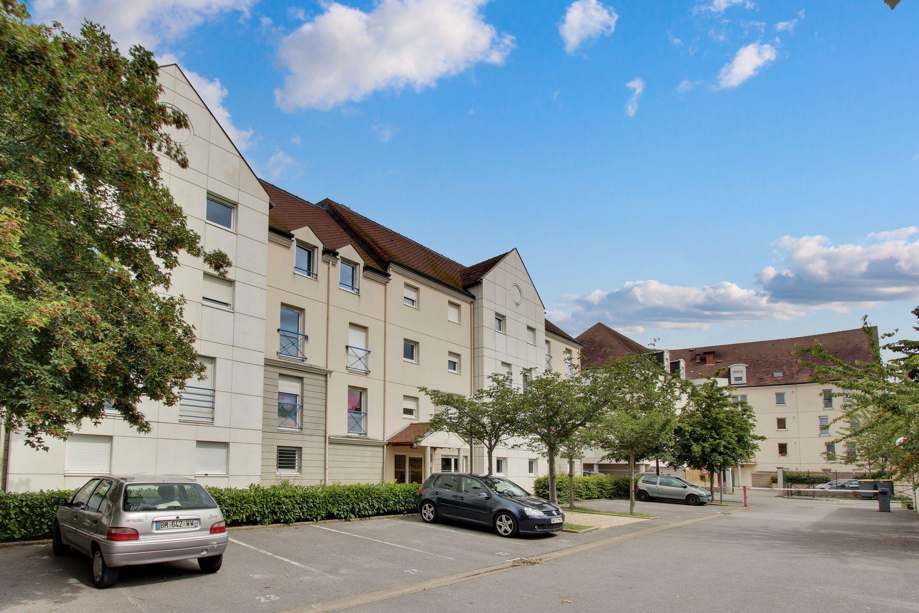 LOGIFAC résidence étudiante Abelard Melun parking