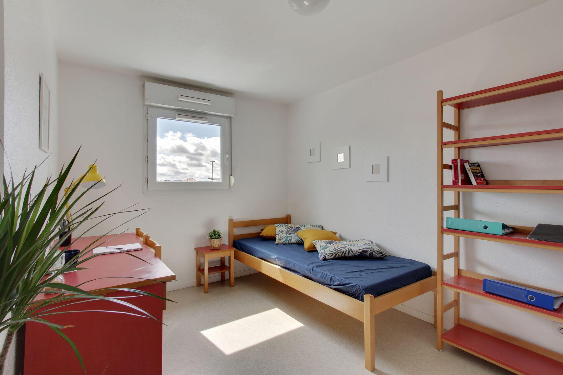 LOGIFAC résidence étudiante Abelard Melun bureau lit rangement
