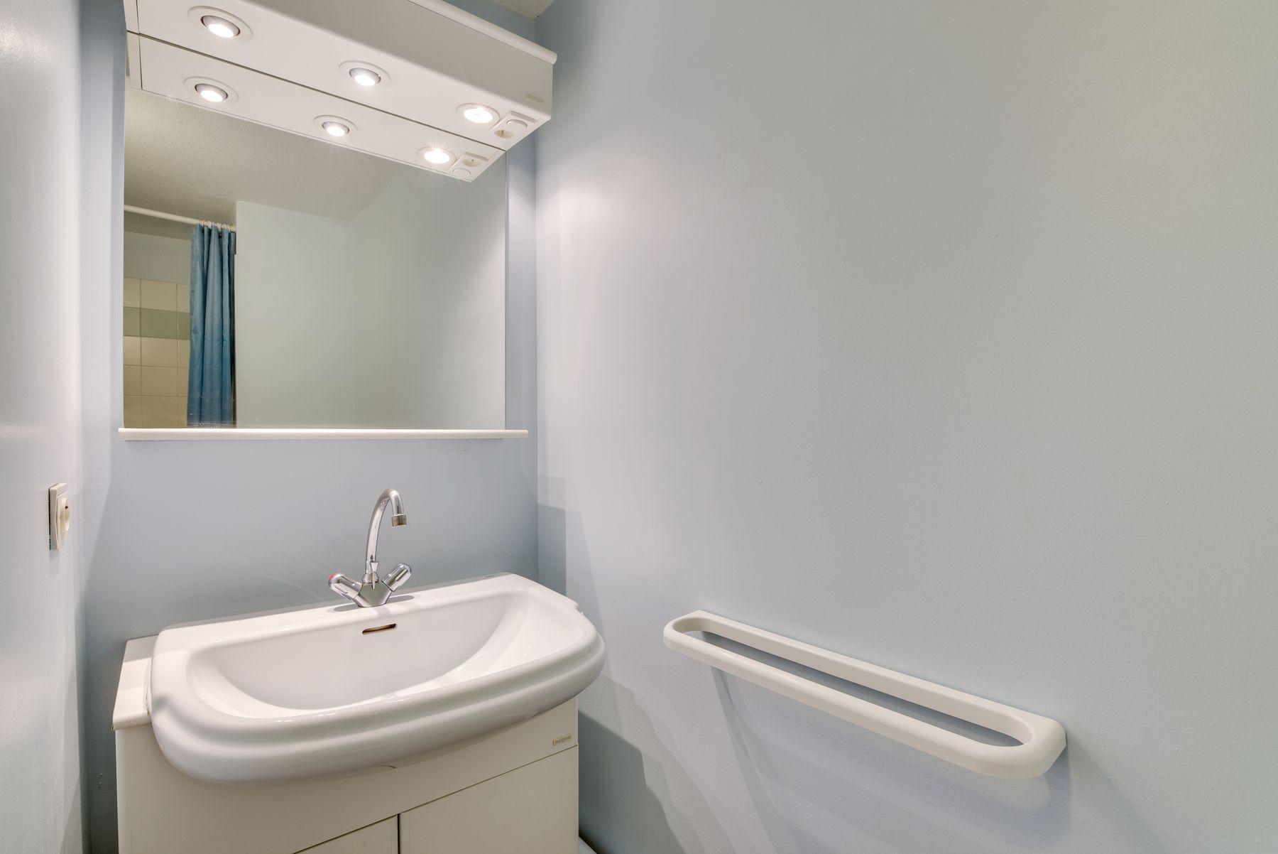 lavabo miroir résidence étudiante LOGIFAC Le Rossini Aix-en-Provence