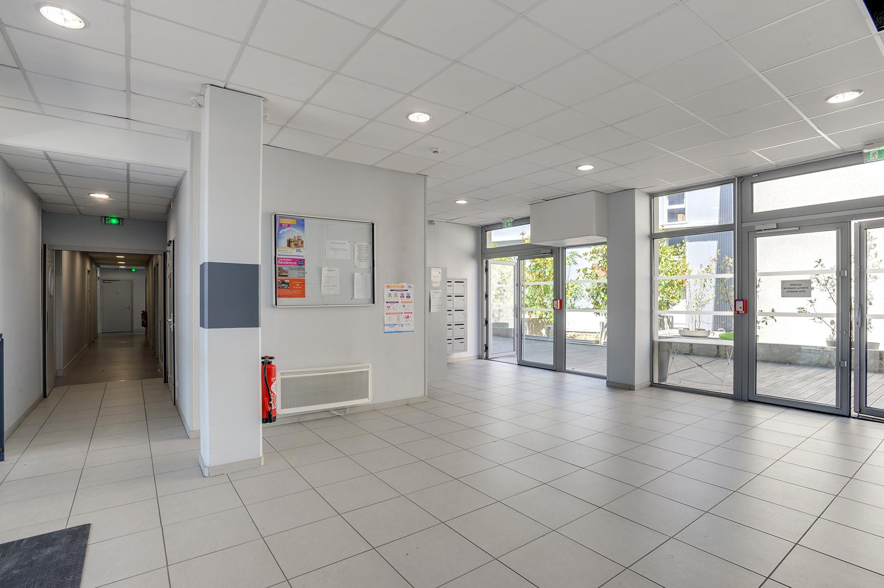 hall d'entrée résidence étudiante LOGIFAC Toulouse Le Cerdana