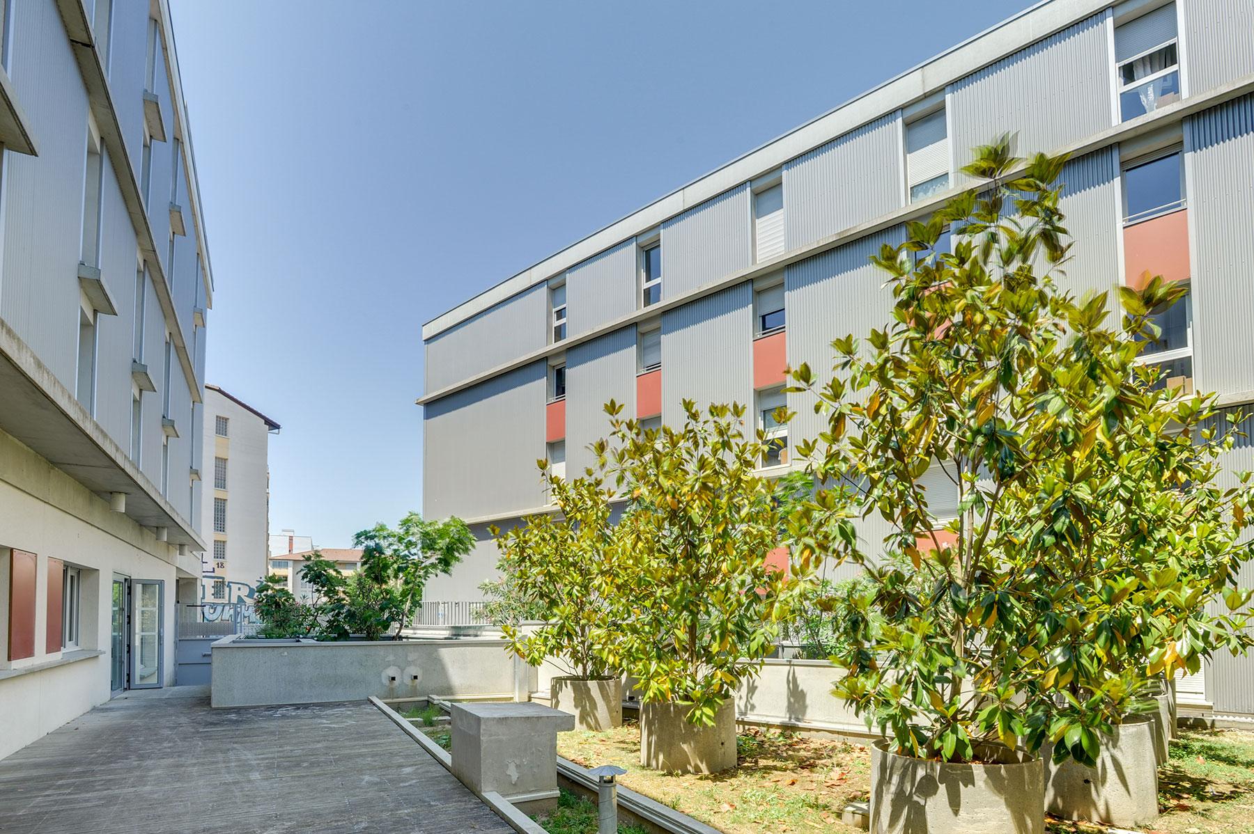cour résidence étudiante LOGIFAC Toulouse Le Cerdana