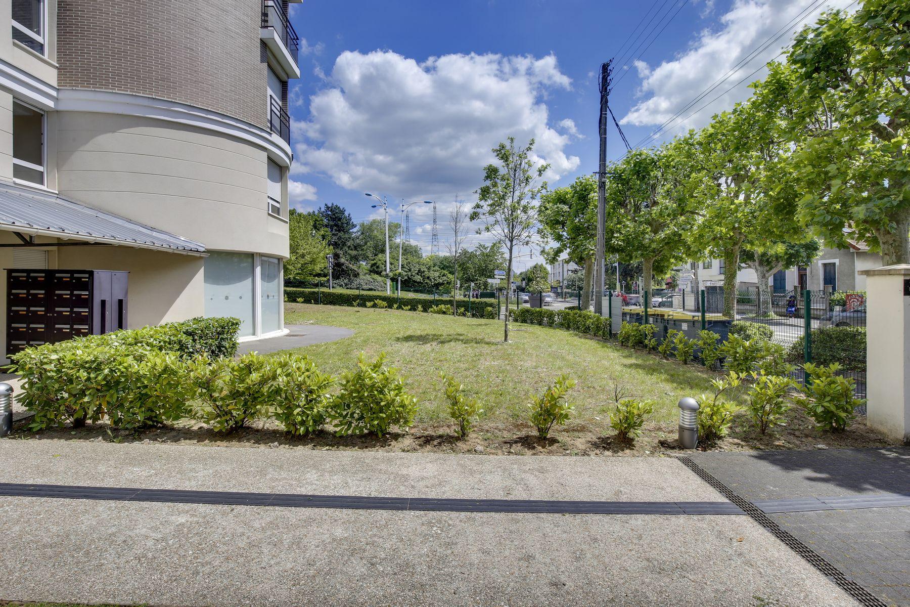 LOGIFAC résidence étudiante Compas Palaiseau accès cour