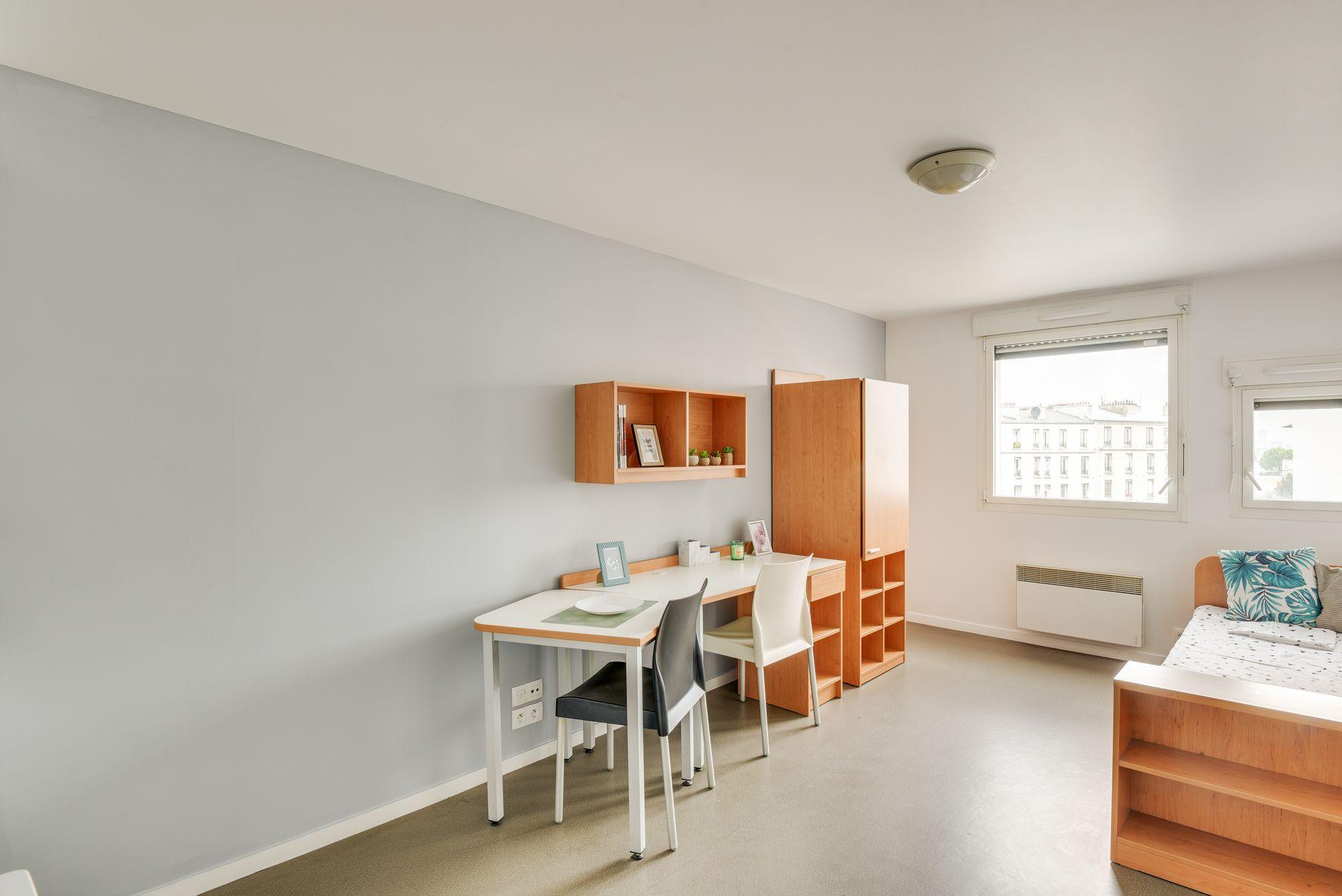 LOGIFAC résidence étudiante Condorcet Aubervilliers lit et bureau