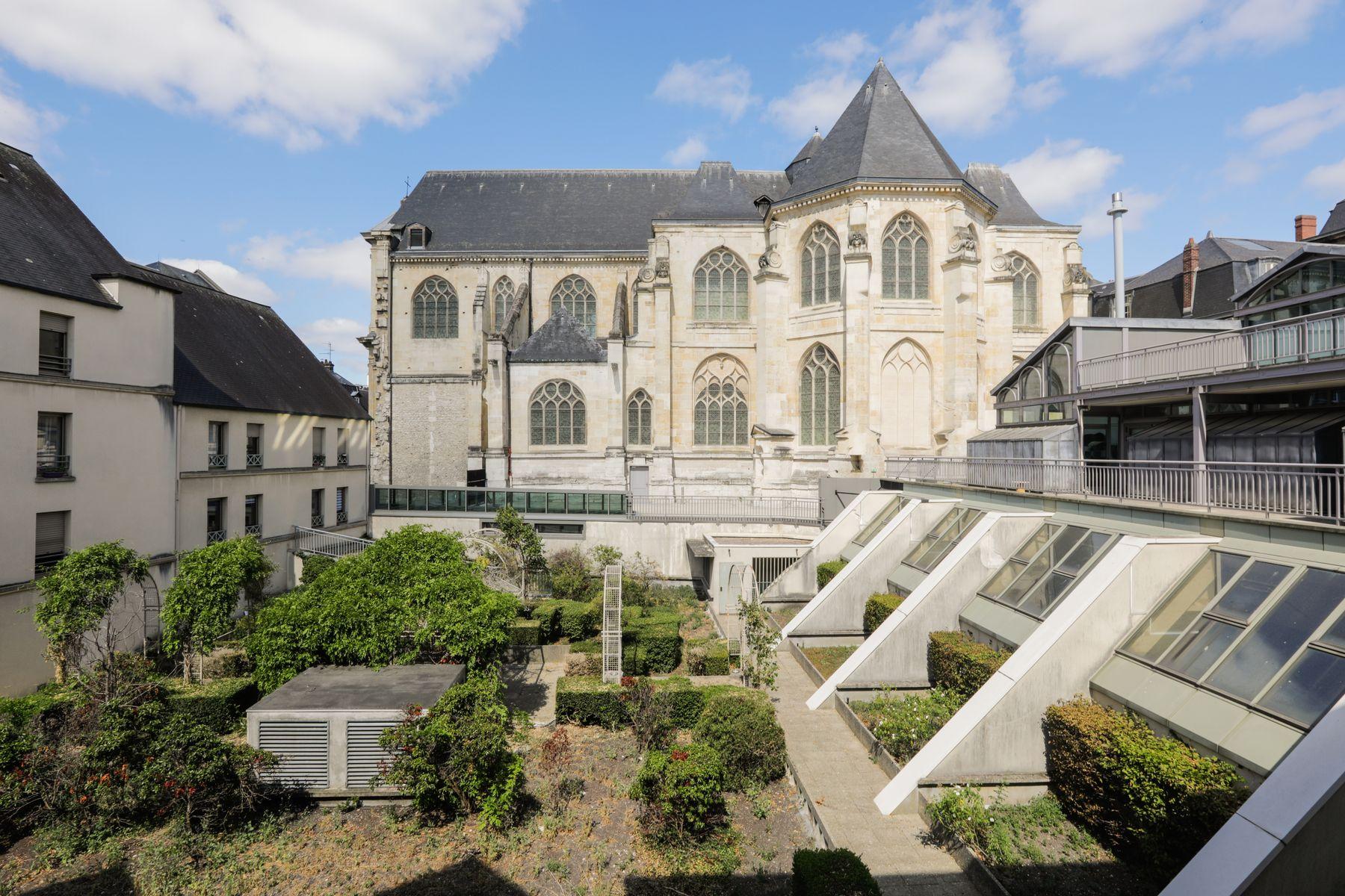 cour LOGIFAC résidence étudiante Corneille Rouen