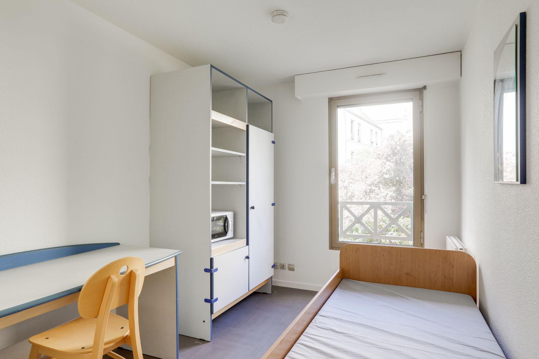 LOGIFAC résidence étudiante Corneille Rouen placards chaise table