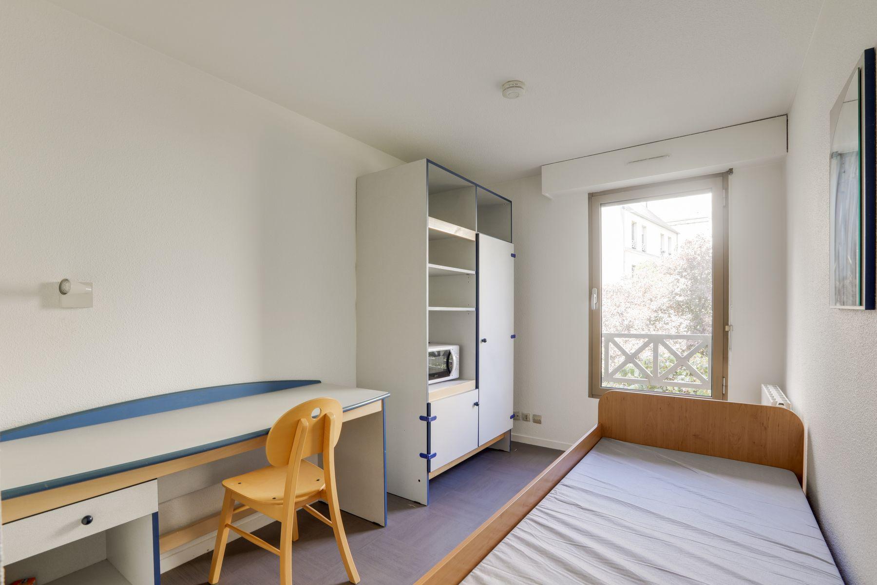 LOGIFAC résidence étudiante Corneille Rouen lit bureau rangements