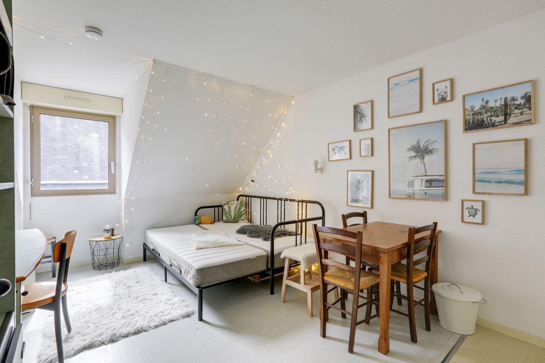LOGIFAC résidence étudiante Corneille Rouen lit table