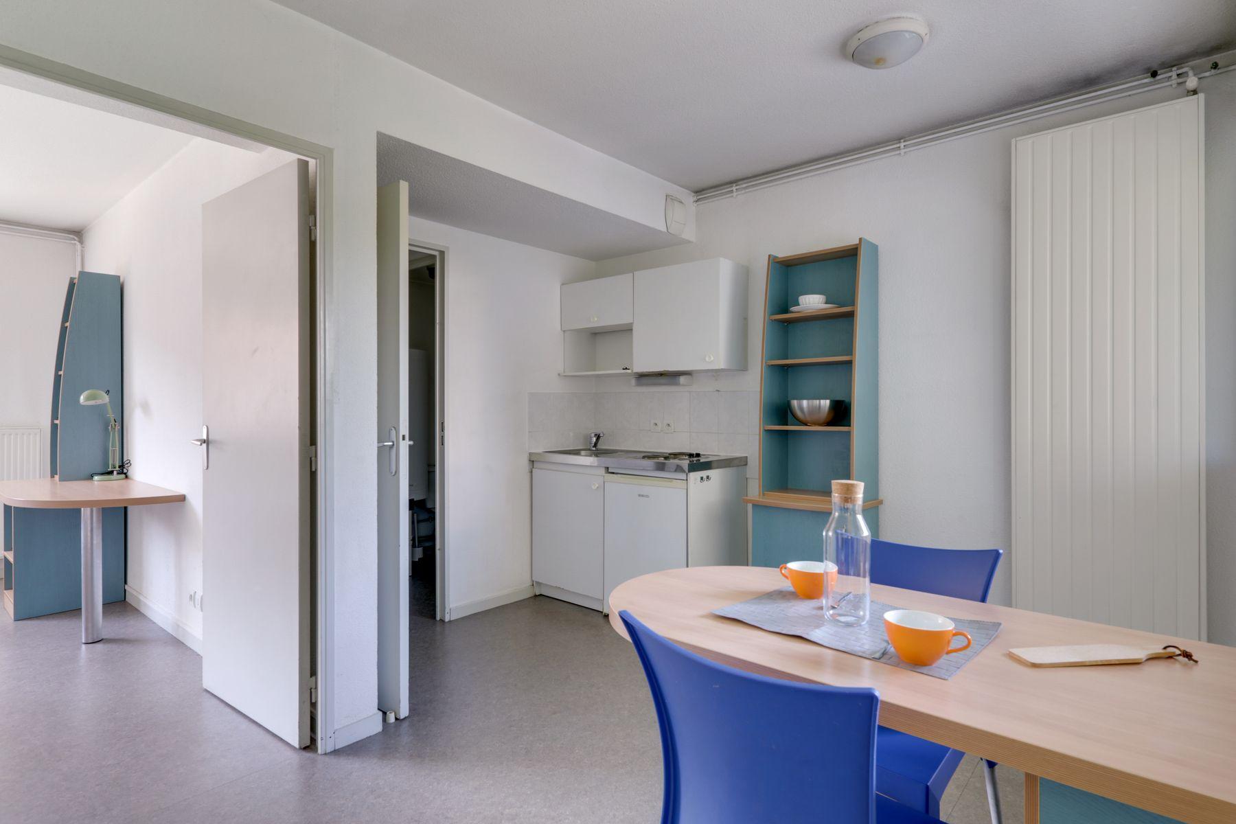 LOGIFAC résidence étudiante Rousseau Echirolles cuisine sejour