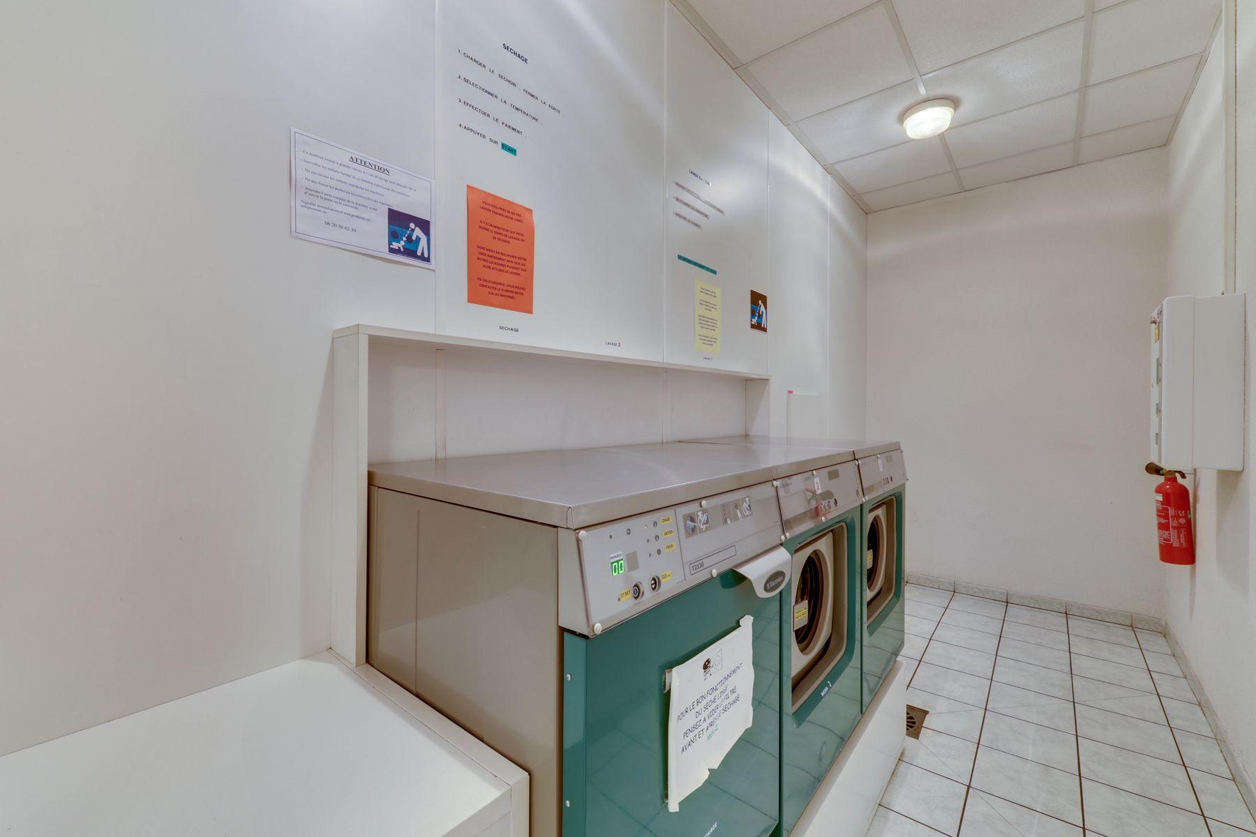LOGIFAC résidence étudiante Rousseau Echirolles laverie