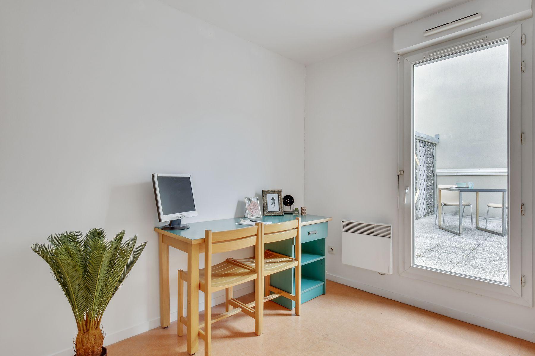LOGIFAC résidence étudiante Ecrivains Carrières sur seine bureau terrasse