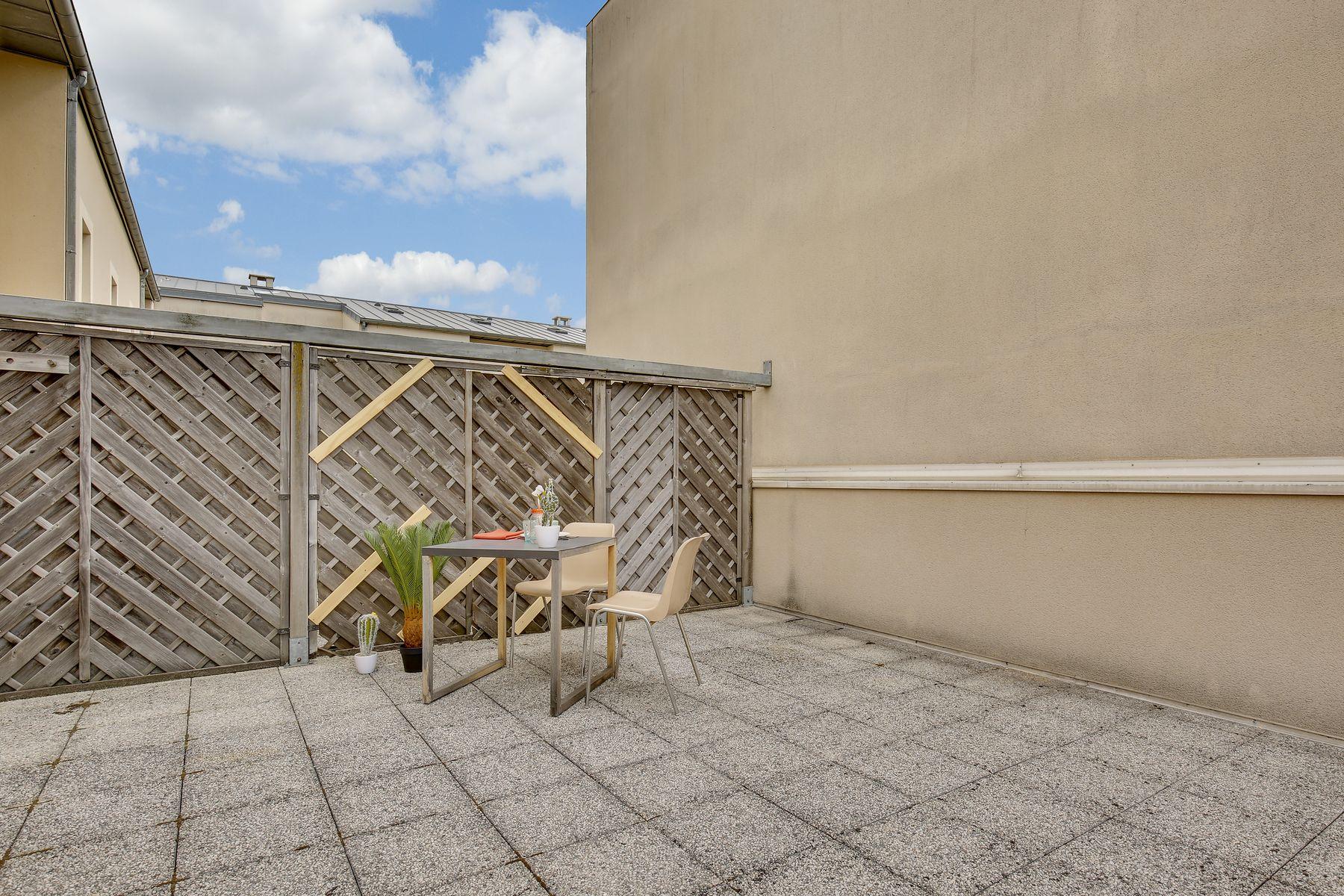 LOGIFAC résidence étudiante Ecrivains Carrières sur seine balcon