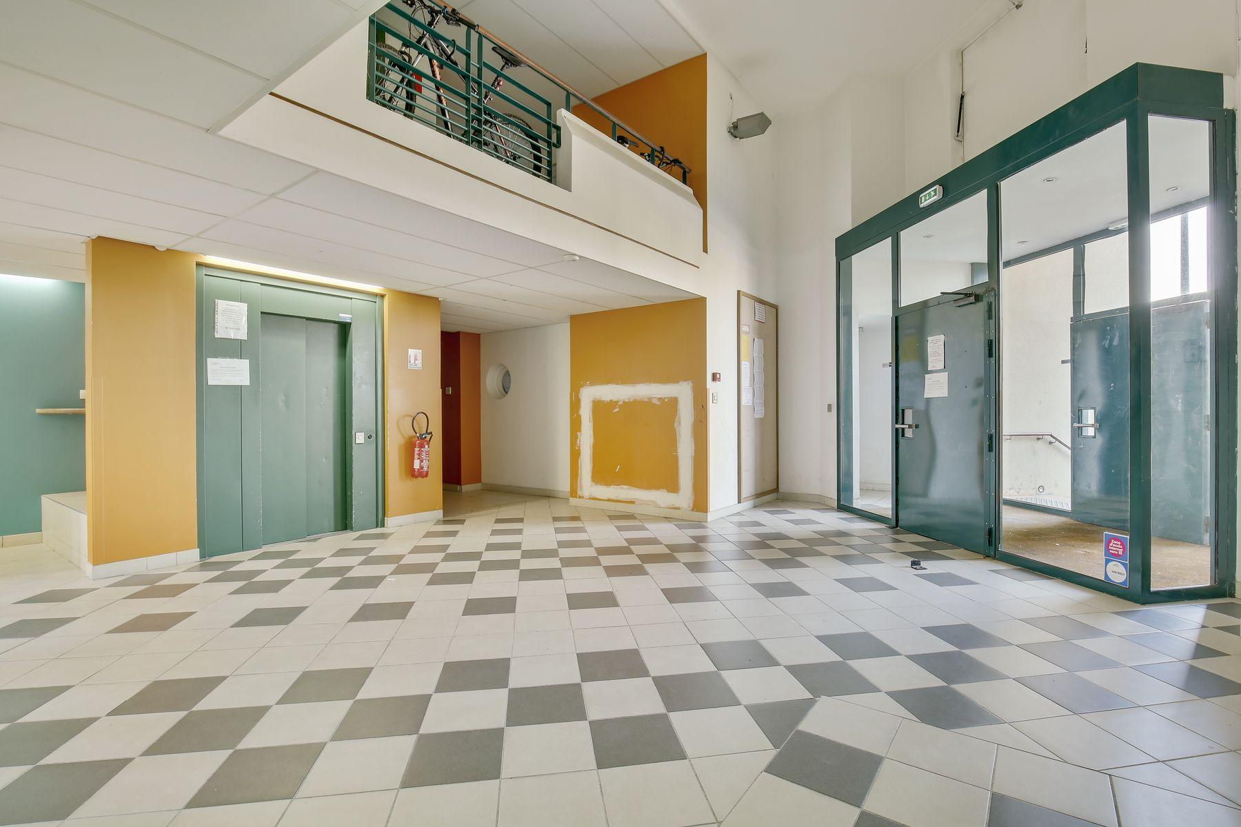 LOGIFAC résidence étudiante Ecrivains Carrières sur seine entrée ascenseur
