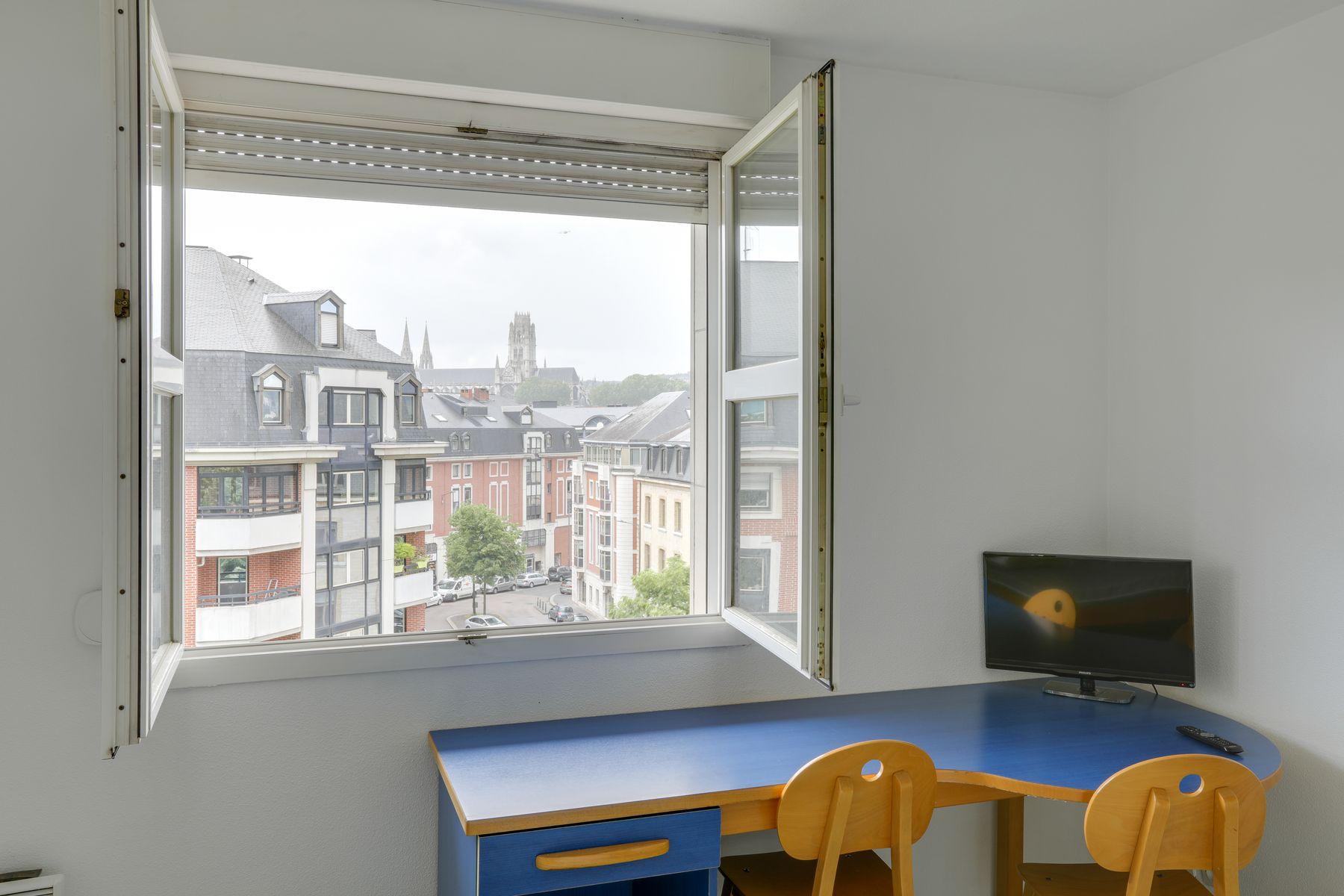 LOGIFAC résidence étudiante Gambetta Rouen bureau et vue