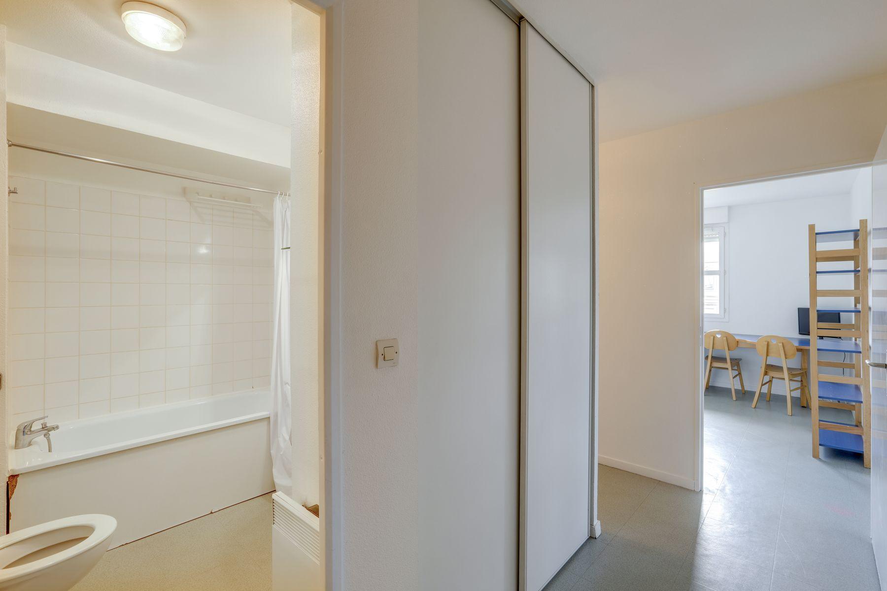 LOGIFAC résidence étudiante Gambetta Rouen studio et baignoire