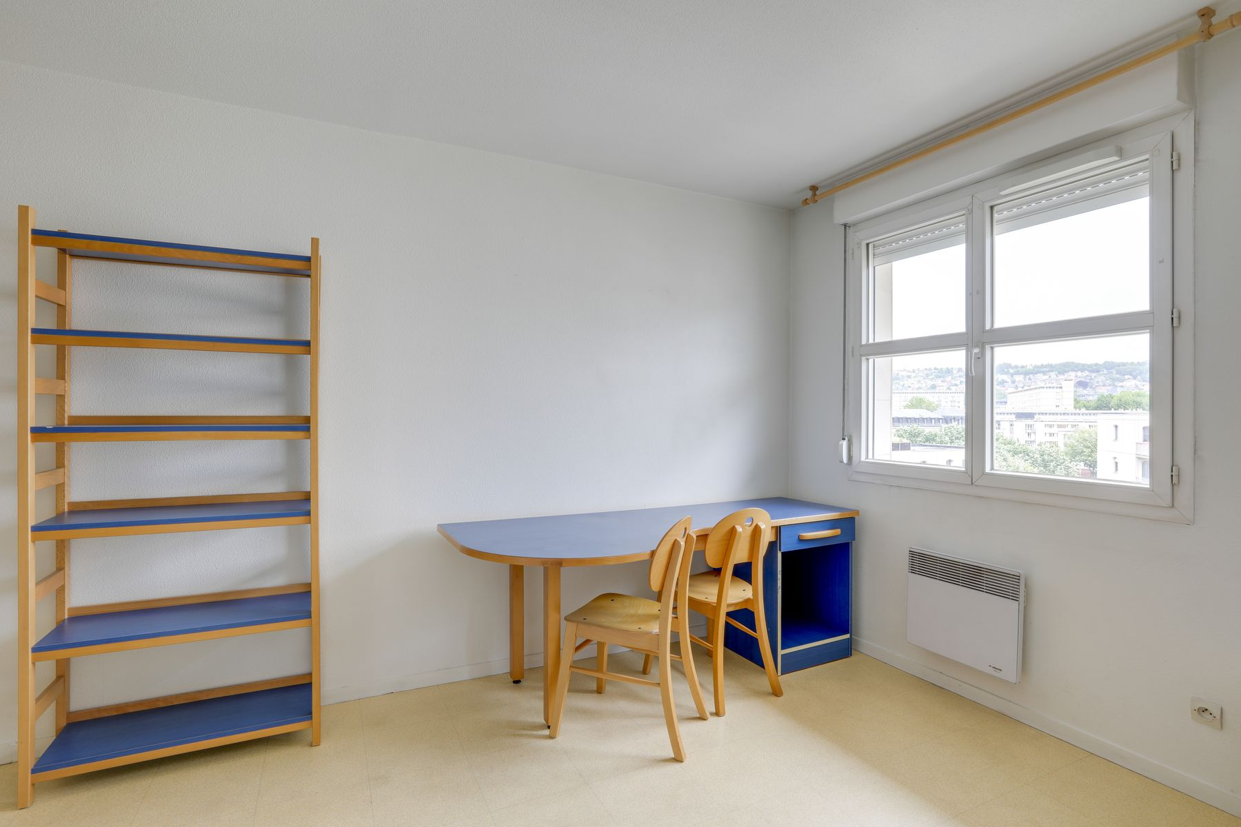 LOGIFAC résidence étudiante Gambetta Rouen bureau double et étagère
