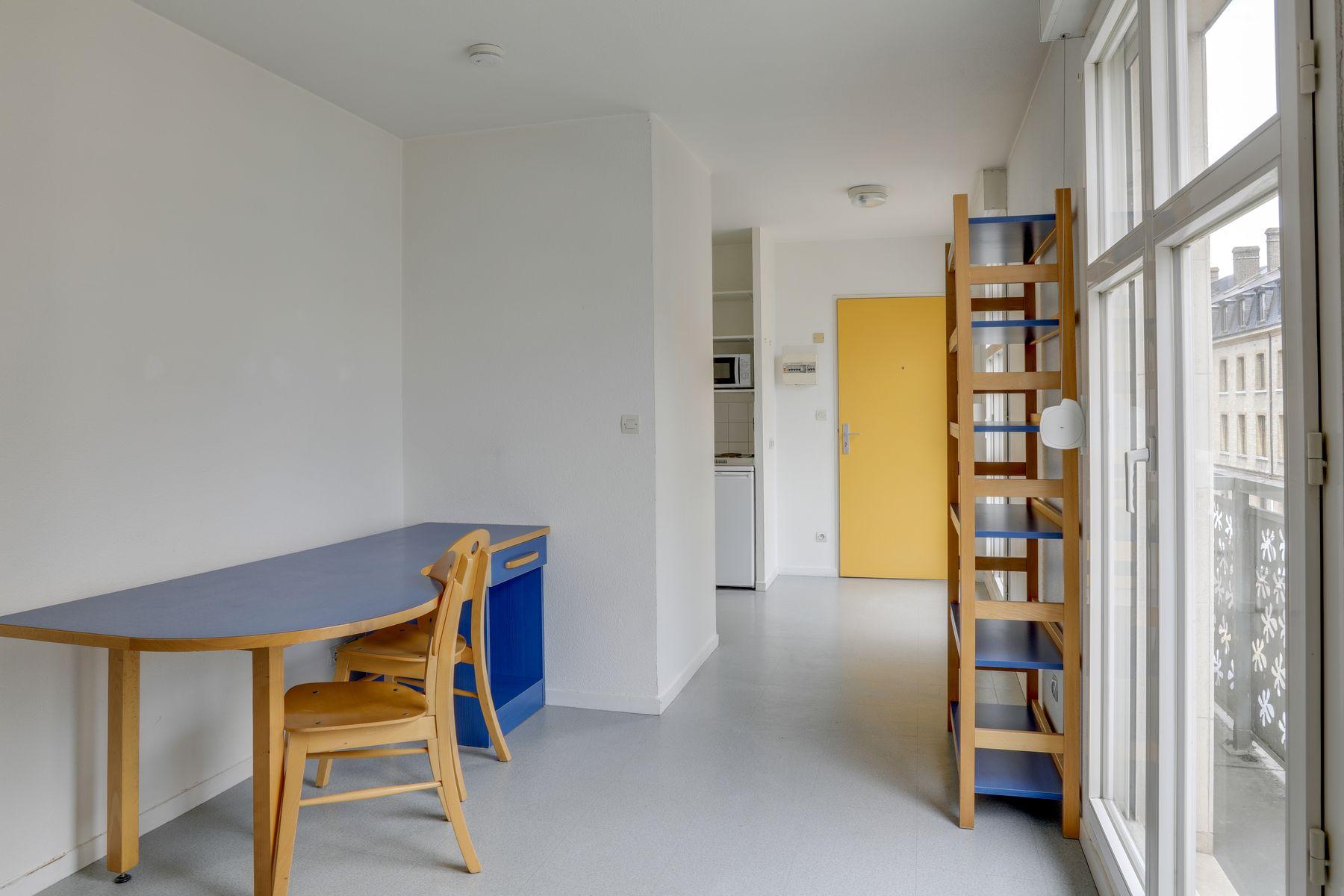LOGIFAC résidence étudiante Gambetta Rouen bureau étagère
