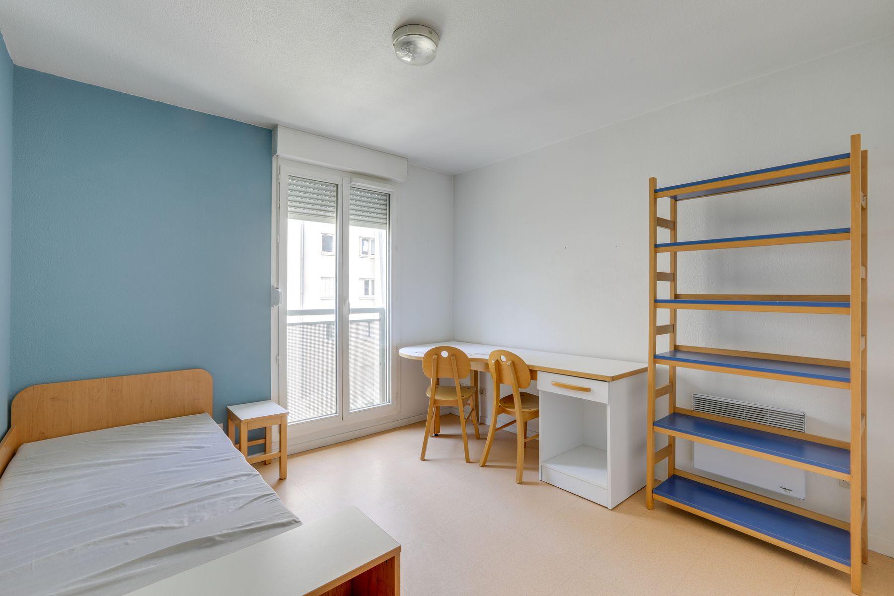 LOGIFAC résidence étudiante Gambetta Rouen lit étagère bureau