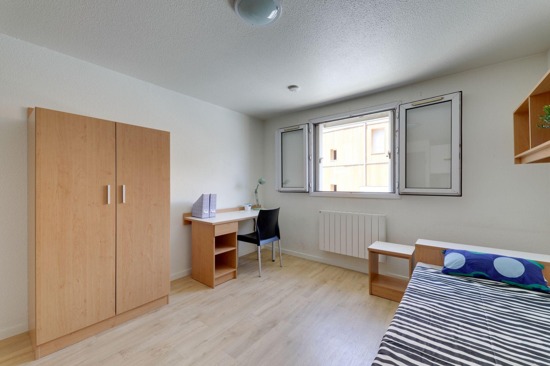 LOGIFAC résidence étudiante Anthoard Grenoble lit rangement bureau