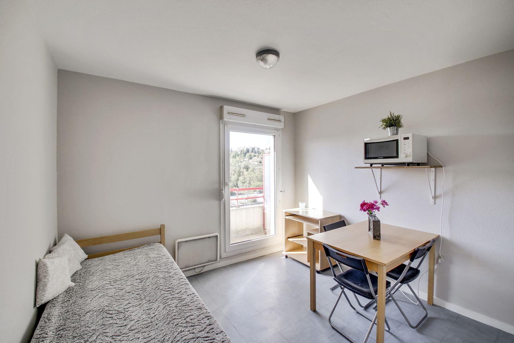 lit et bureau LOGIFAC Charcot logement étudiant