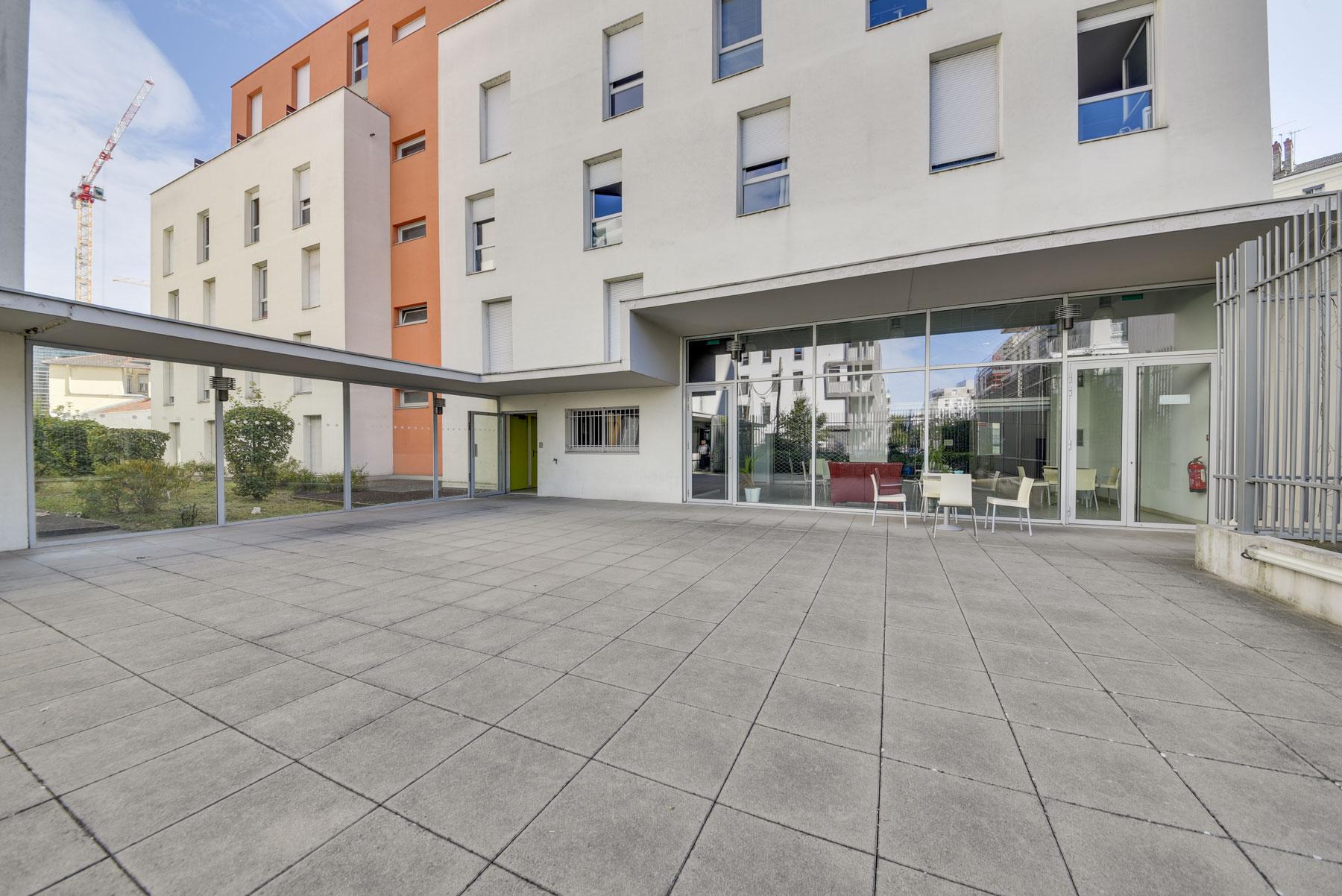 terrasse porte sécurisée LOGIFAC résidence étudiante Lyon Univers City