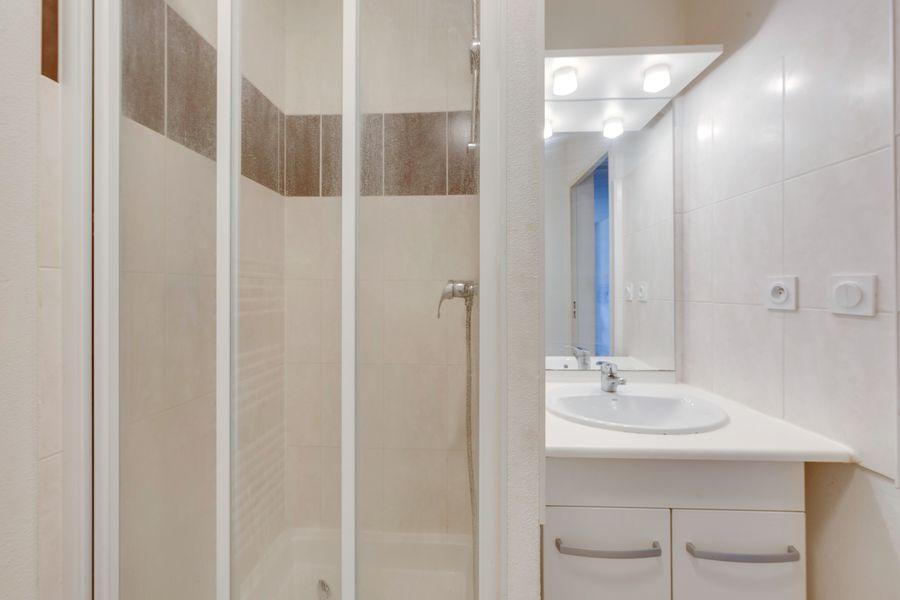 lavabo meuble miroir douche résidence étudiante LOGIFAC Bancel Lyon