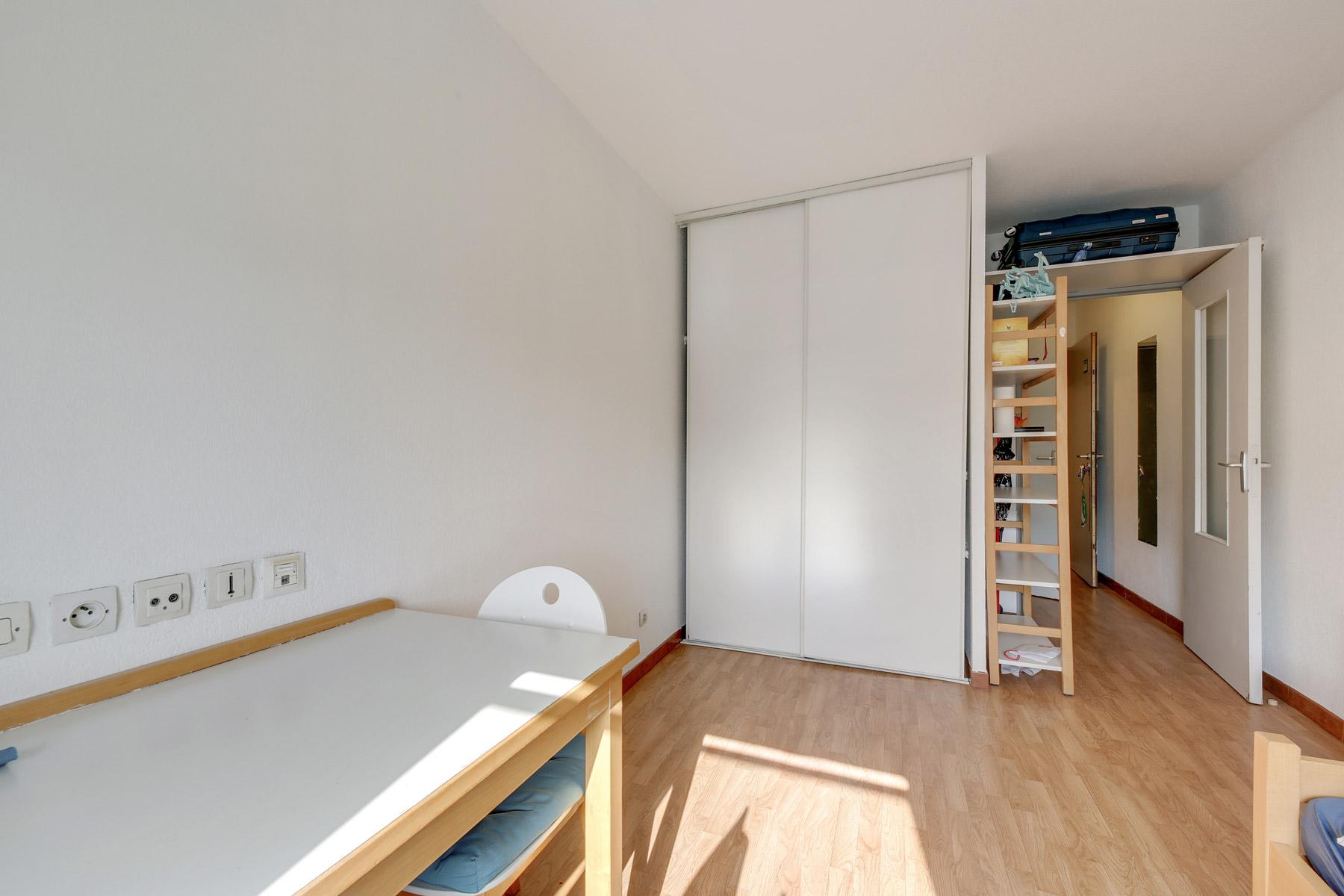 placard LOGIFAC résidence étudiante Parvis des facultés Montpellier
