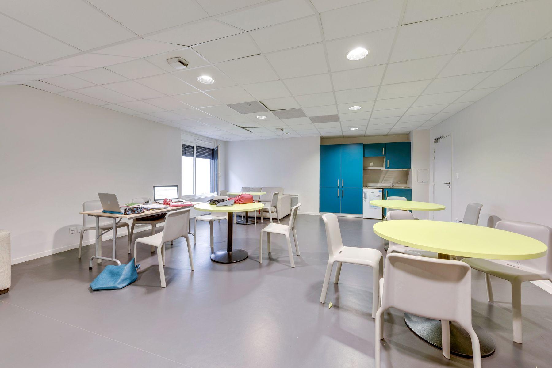 co-working résidence étudiante LOGIFAC Courmont Pierre-Bénite