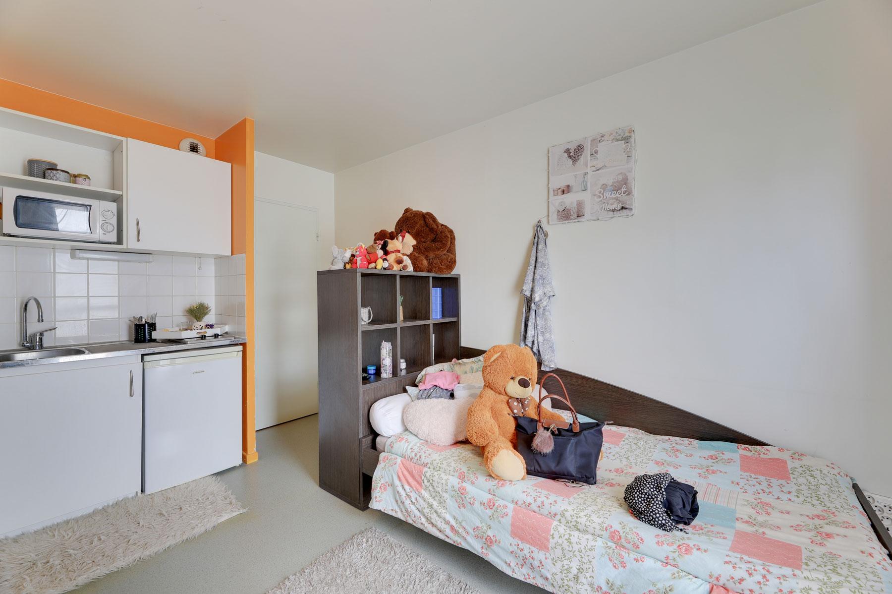 résidence étudiante LOGIFAC Valenciennes City études lit et coin cuisine