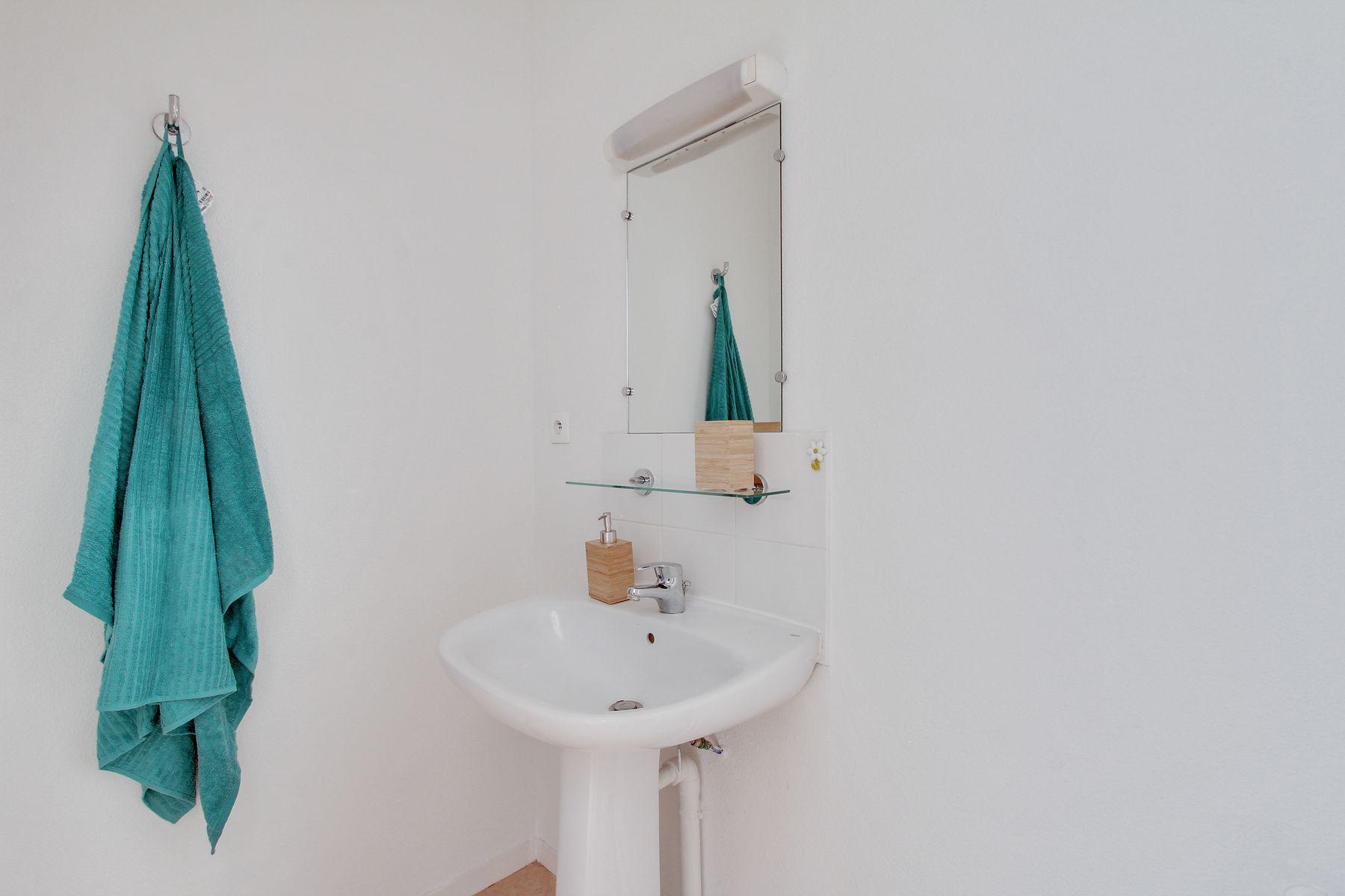 LOGIFAC résidence étudiante Bon temps Melun lavabo et miroir