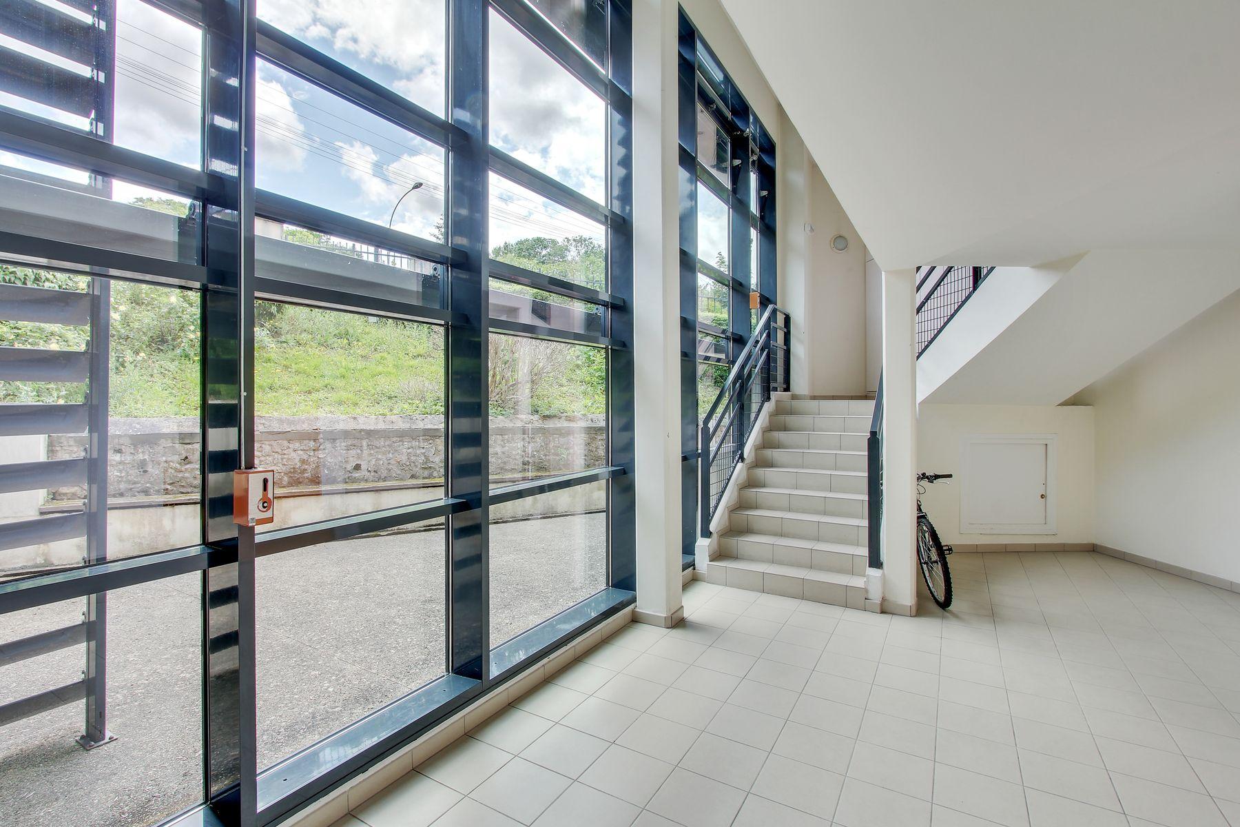 LOGIFAC résidence étudiante Bon temps Melun intérieur portes vitrées