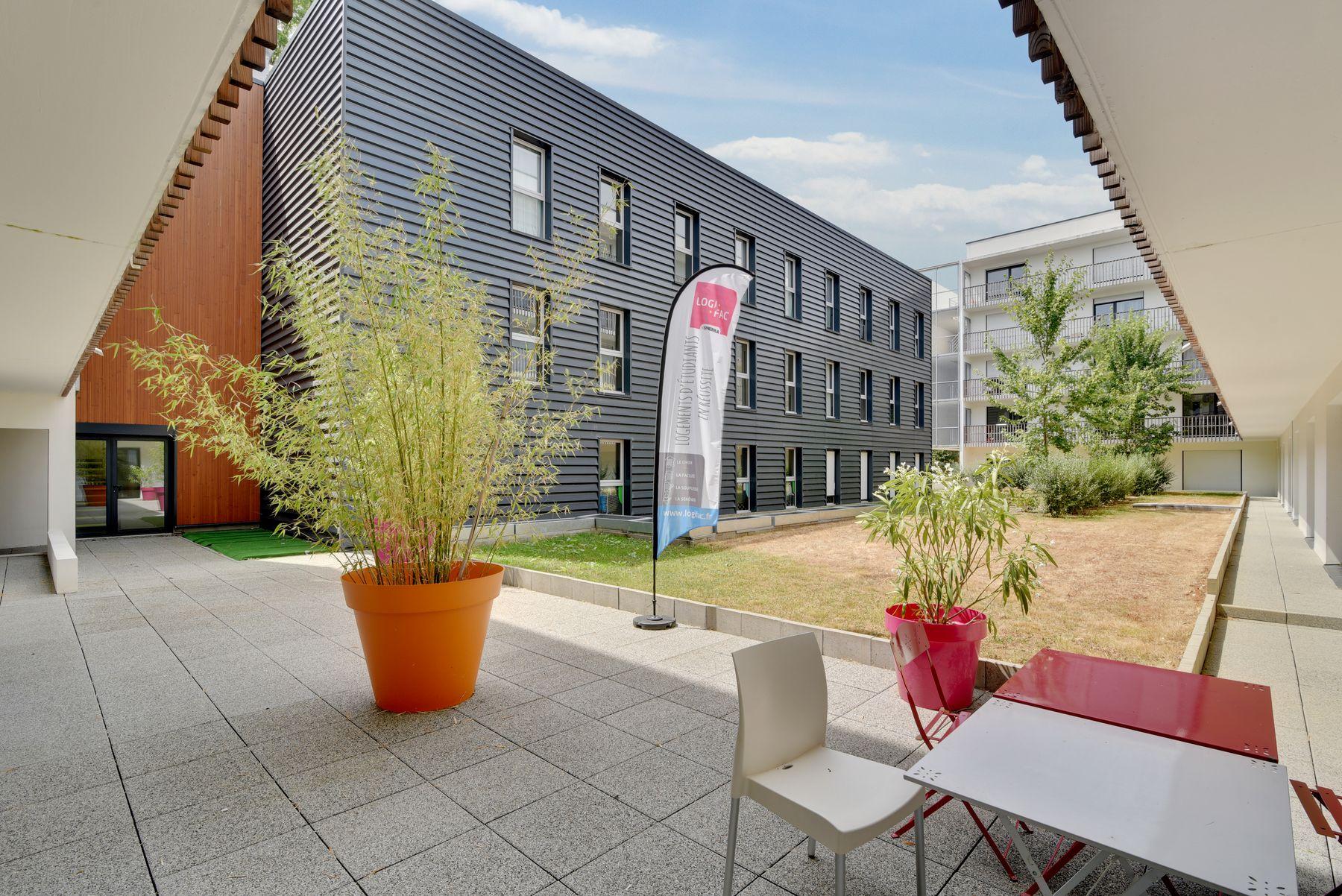 cour résidence étudiante LOGIFAC La Rivière Nantes