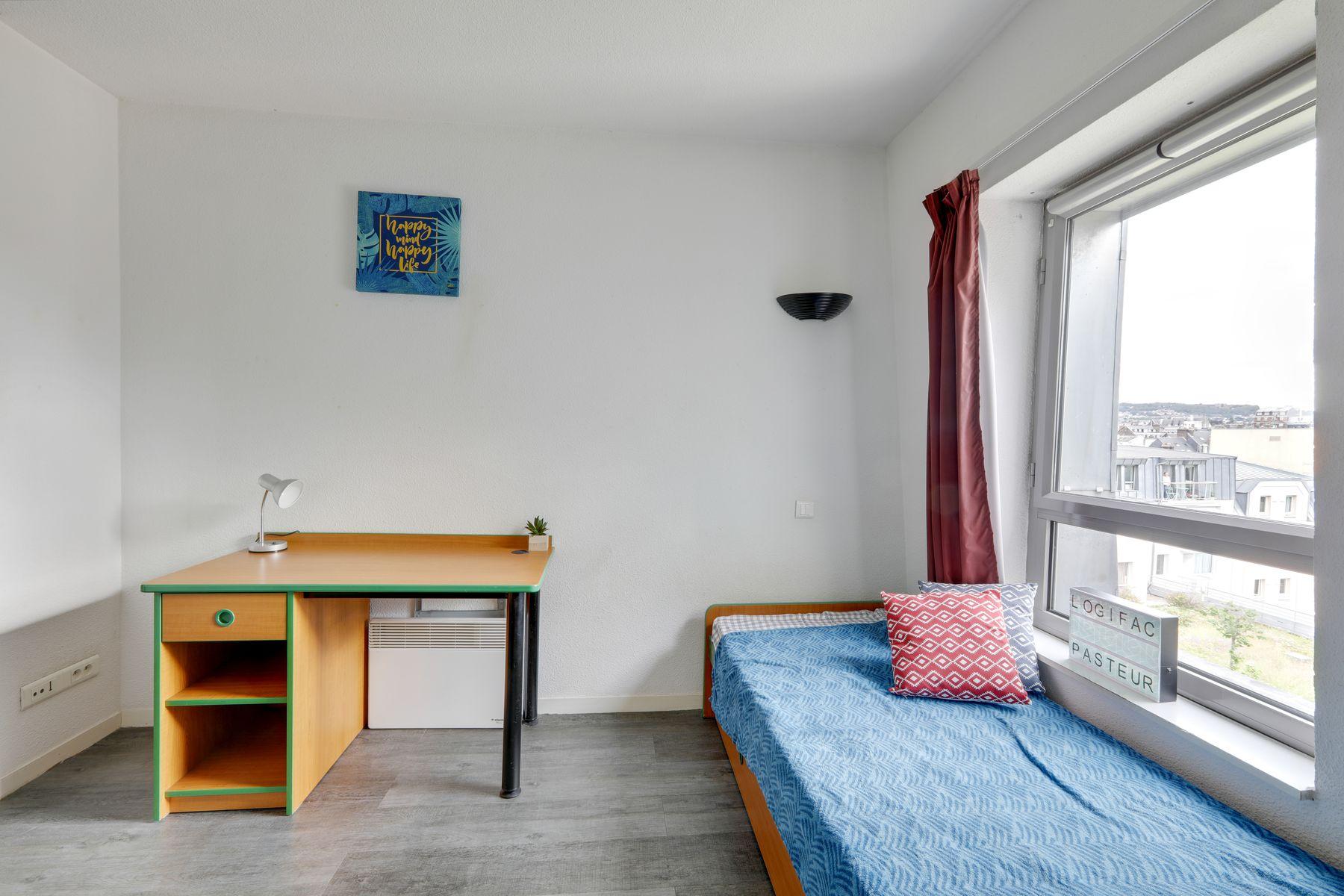 LOGIFAC résidence étudiante Pasteur Rouen lit bureau