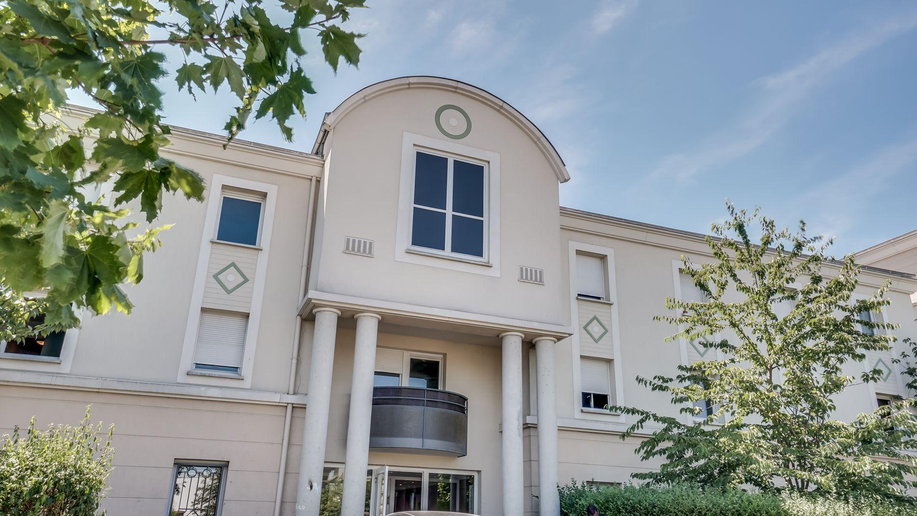 LOGIFAC résidence étudiante Picasso Villeneuve porte principale