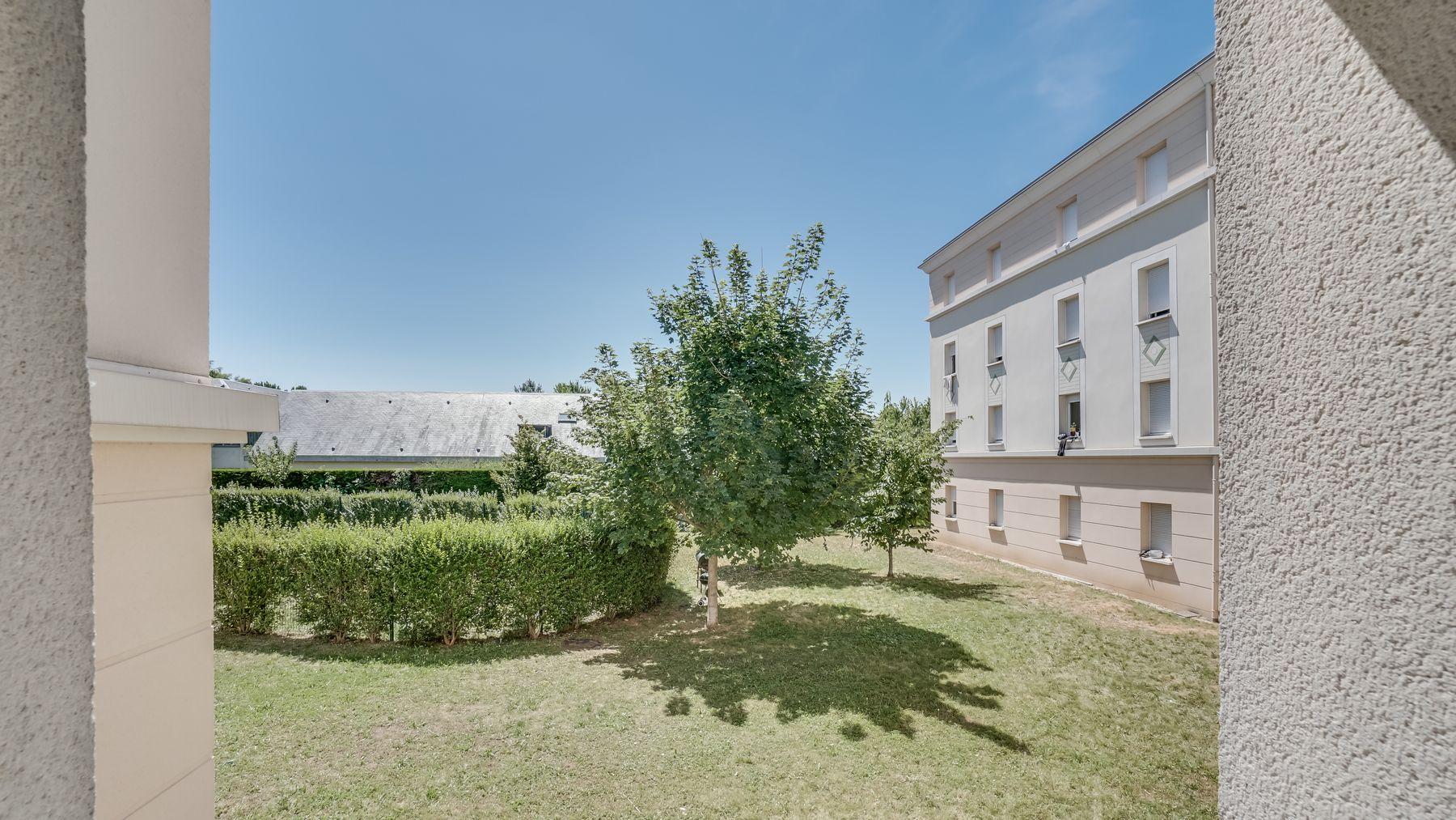 LOGIFAC résidence étudiante Picasso Villeneuve cour