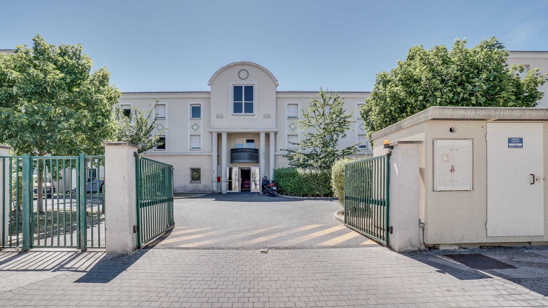 LOGIFAC résidence étudiante Picasso Villeneuve accès portail