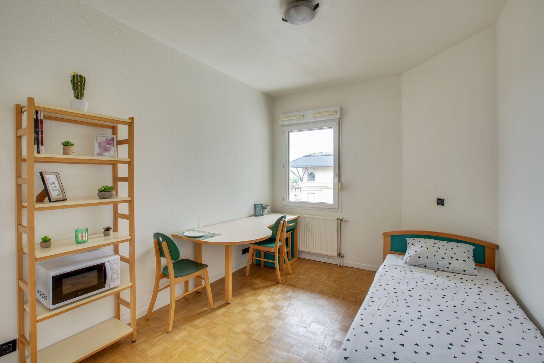 LOGIFAC résidence étudiante Porte de Montmartre vue Paris chambre