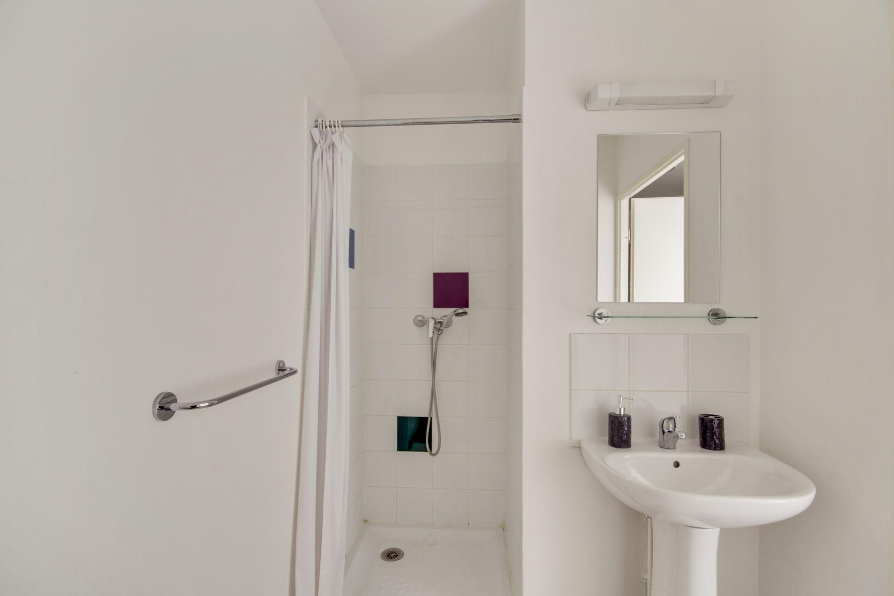 LOGIFAC résidence étudiante Prunais Villiers sur Marne salle d'eau