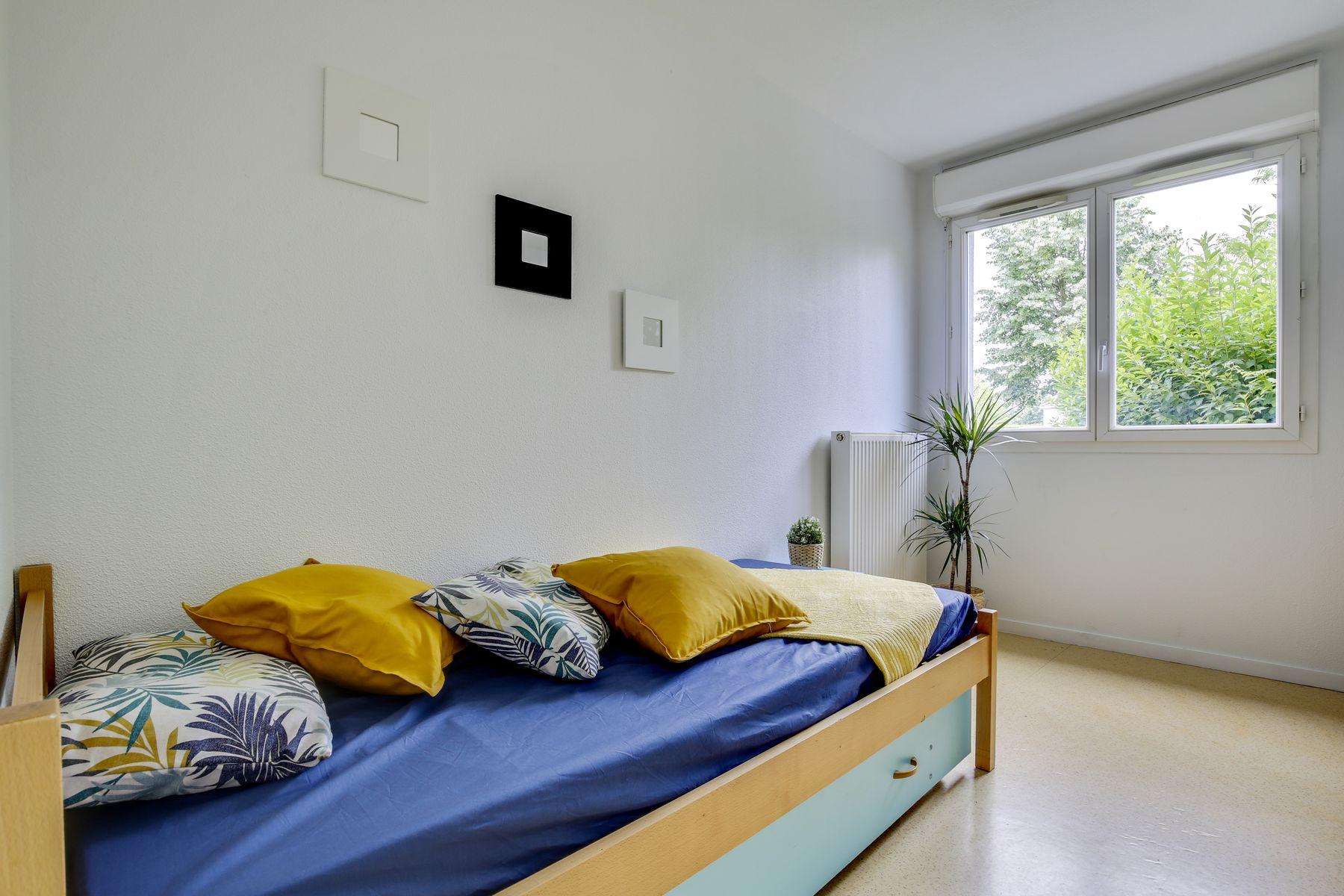 LOGIFAC résidence étudiante Pyramide Lieusaint lit et fenetre