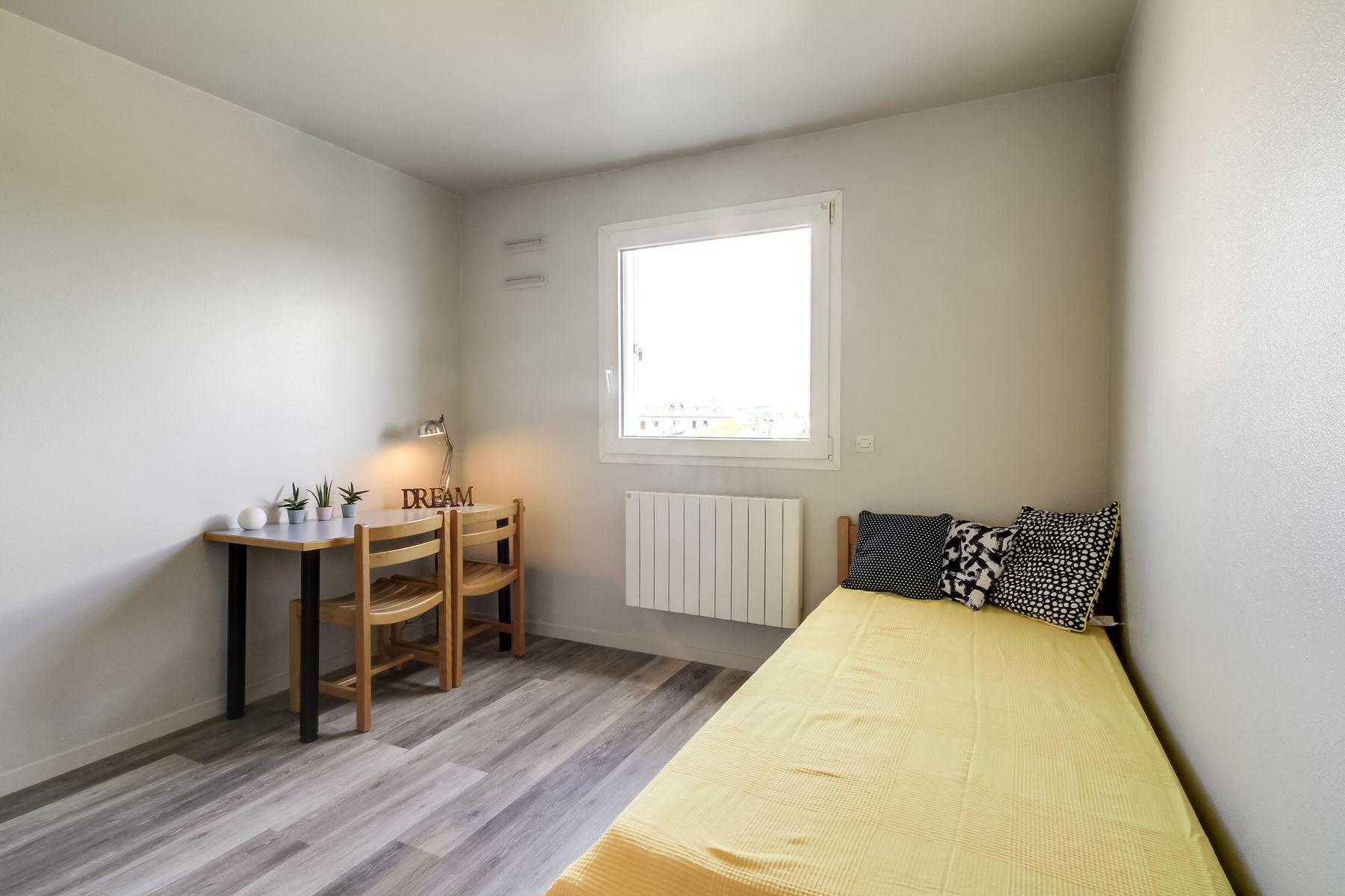 LOGIFAC résidence étudiante Saint-Exupéry Dijon lit et bureau double