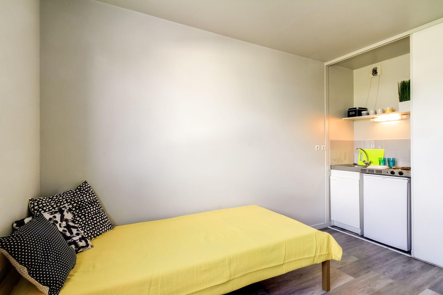 LOGIFAC résidence étudiante Saint-Exupéry Dijon lit et cuisine