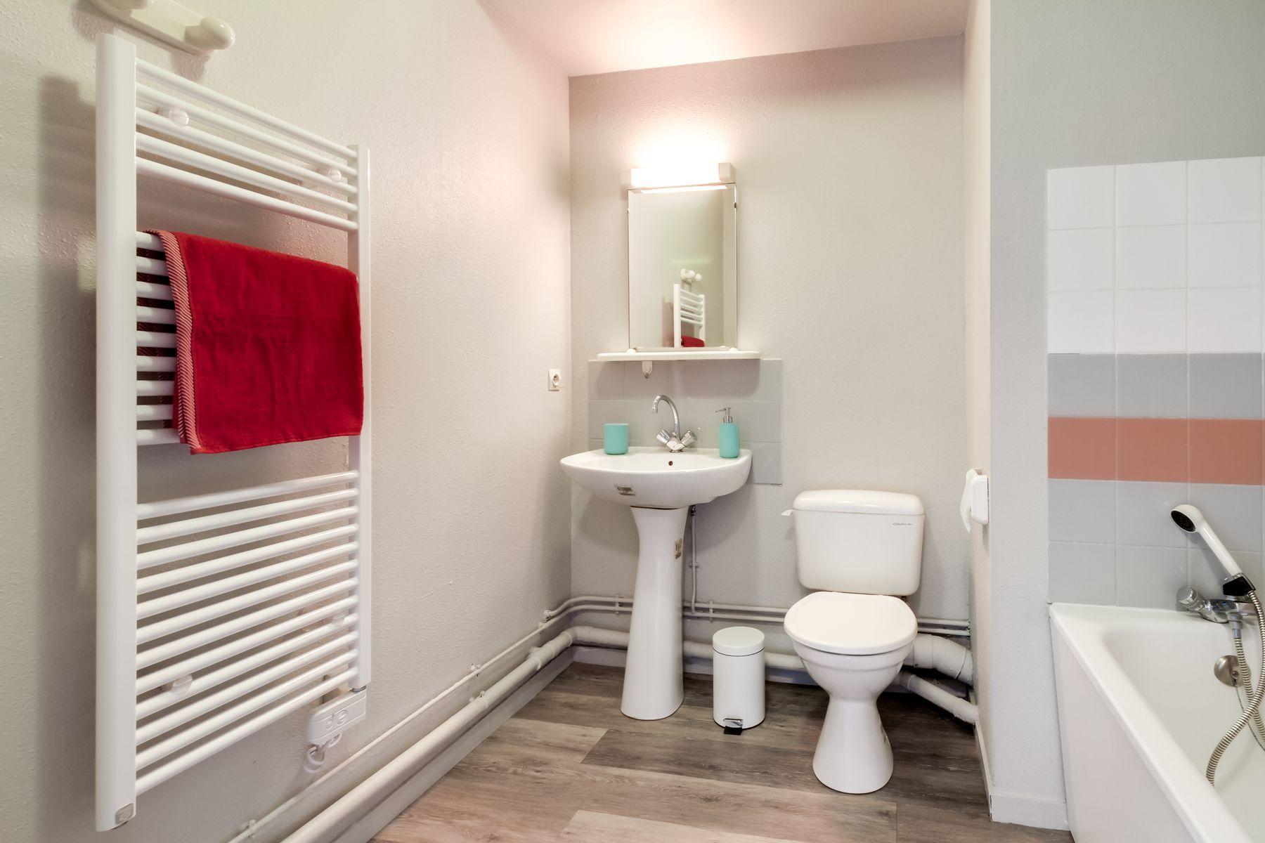 LOGIFAC résidence étudiante Saint-Exupéry Dijon salle de bain