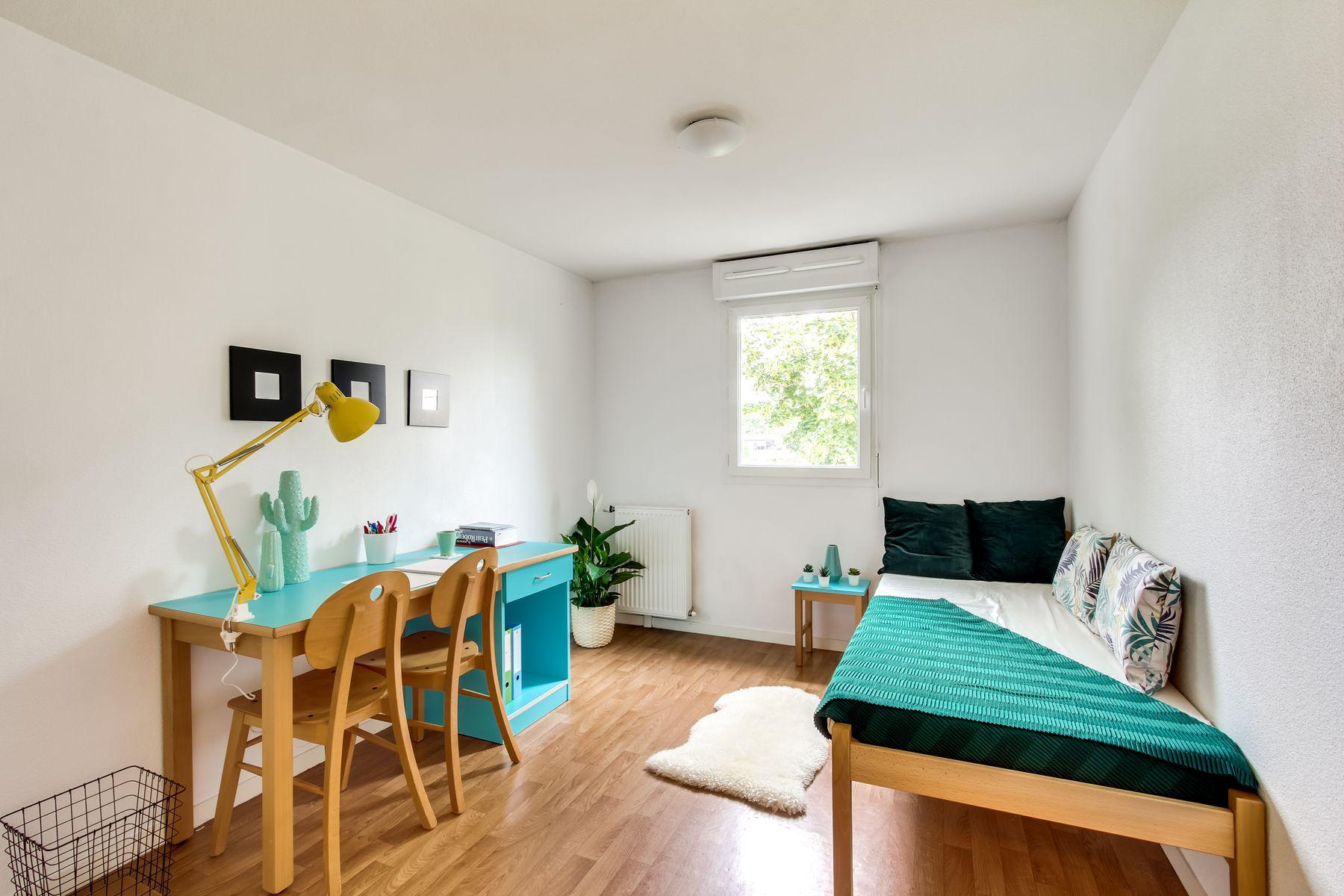 LOGIFAC résidence étudiante Van Gogh La Rochette lit et bureau