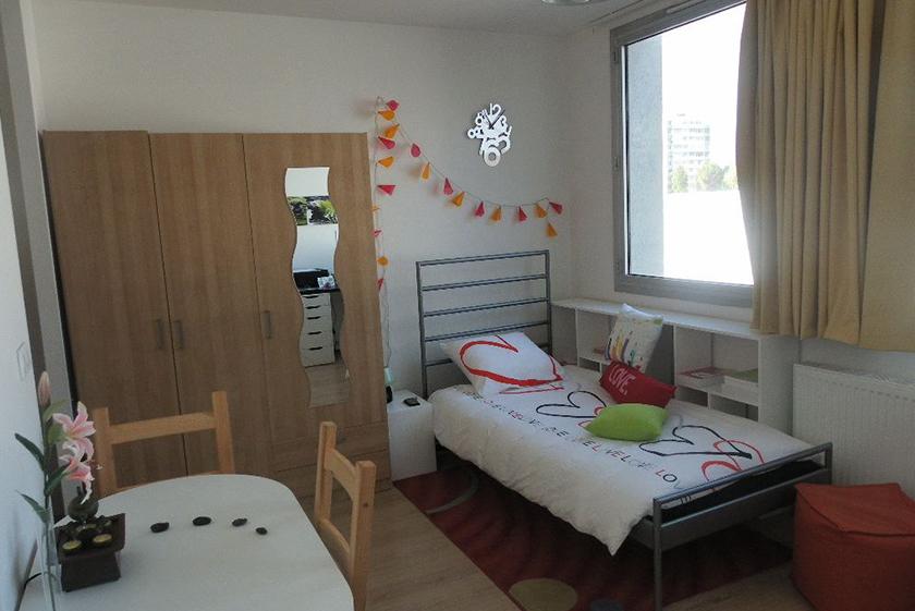 chambre-logifac-residence-etudiante-hay-les-roses
