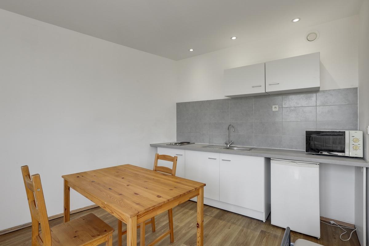 cuisine aménagée residence etudiante logement studio logifac hay les roses pierre et marie curie