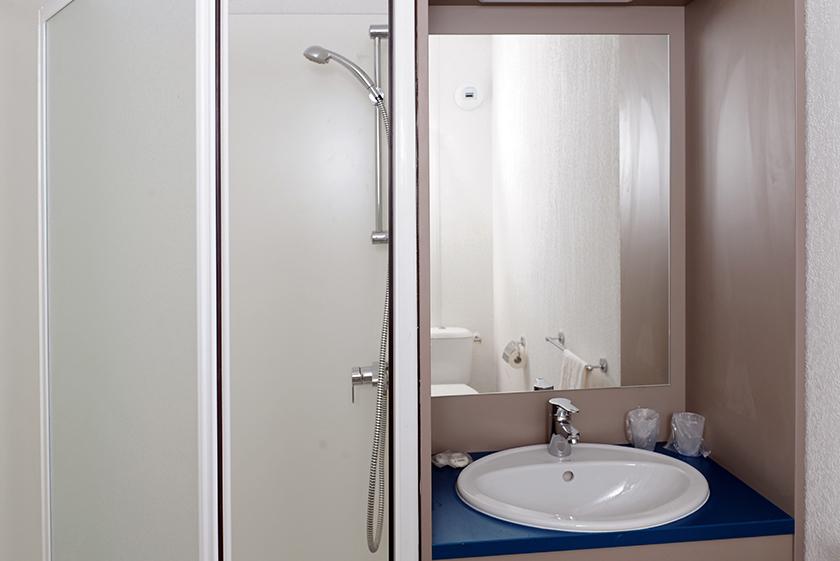 salle de bain miroir marseille-residence-etudiante-logifac vélodrome